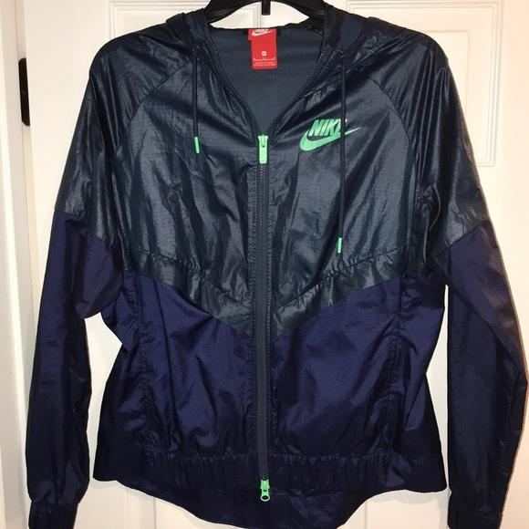 d4272407f39c Navy Dark blue Nike windbreaker. Zipup jacket hood.  M 5c3ea5fcd6dc521bbed913d1